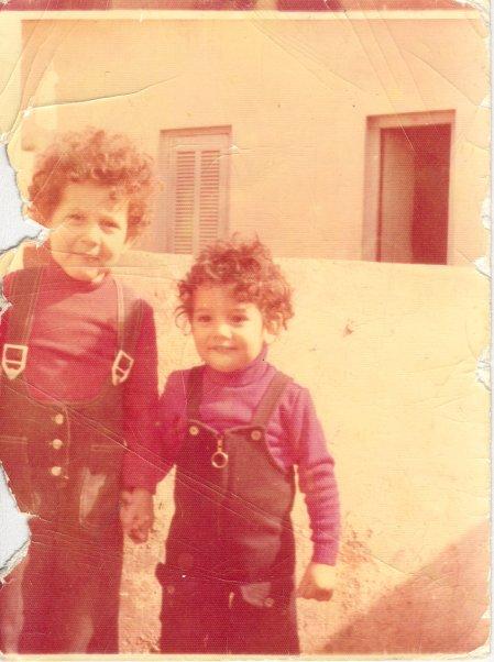 Sofiane Belbouri à gauche. 20 ans d'Exil et l'on se tient toujours par la main  khouya